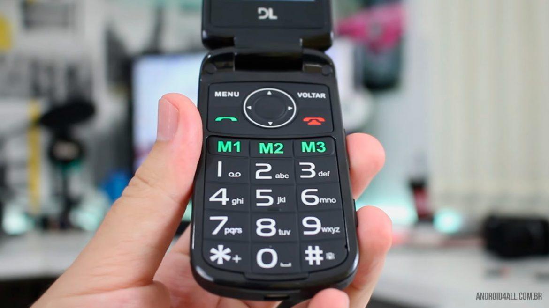 Teclas grandes auxiliam a utilização, e botões de atalhos facilitam as ligações.