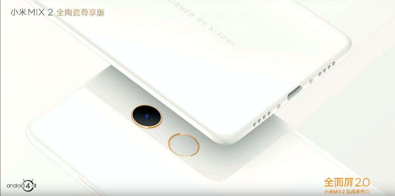 Edição especial na cor Branca. Detalhe para o a anel em ouro 18K ao redor da câmera e sensor biométrico.