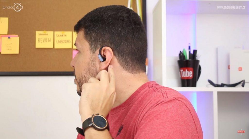 Ergonomia do mini fone na orelha