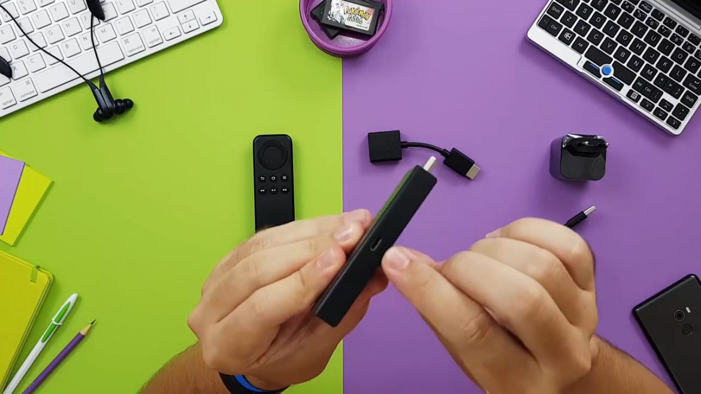 Entrada micro USB para plugar a fonte de energia